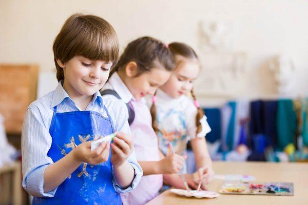 children-drawing-and-painting-P56BV2V.jpg