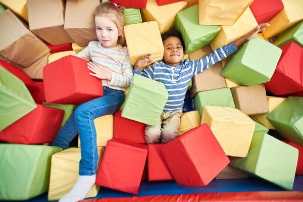 kids-playing-in-foam-pit-37XCR64.jpg